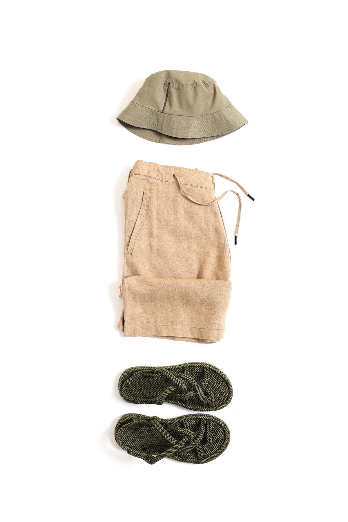 Safari Haki Sandalet Taba Şort Kombin