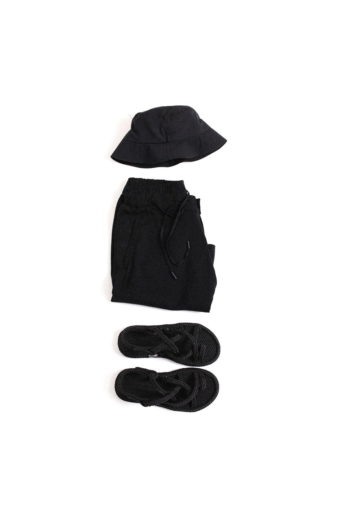 Safari Siyah Sandalet Siyah Şort Kombin