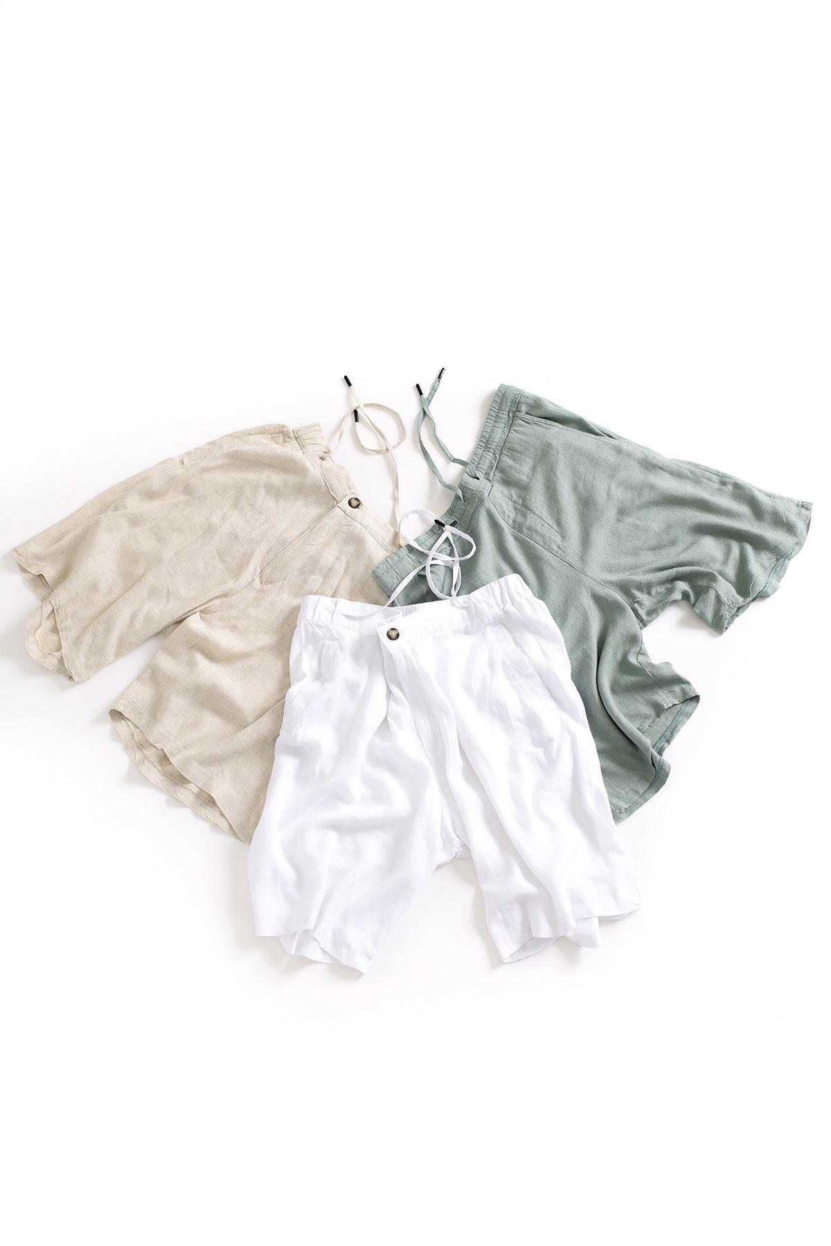 Gri Pamuklu Oversize Gömlek Beyaz Keten Şort Kombin
